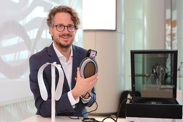 在Art Basel遇見當代經典-Sennheiser展出HE1靜電耳機