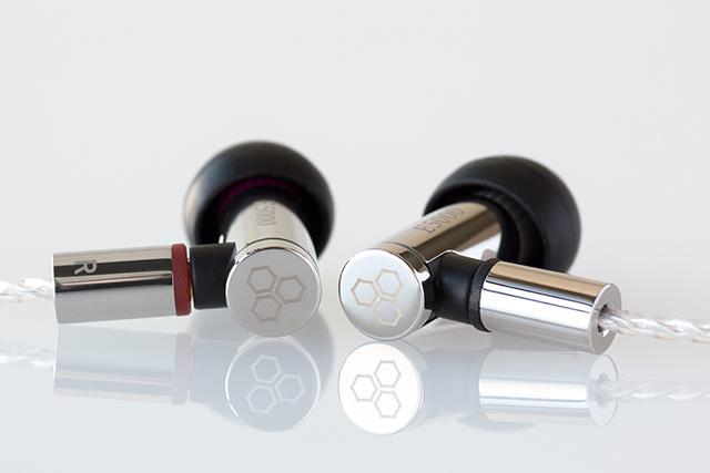5月日本開賣-final發表E4000/E5000耳道耳機